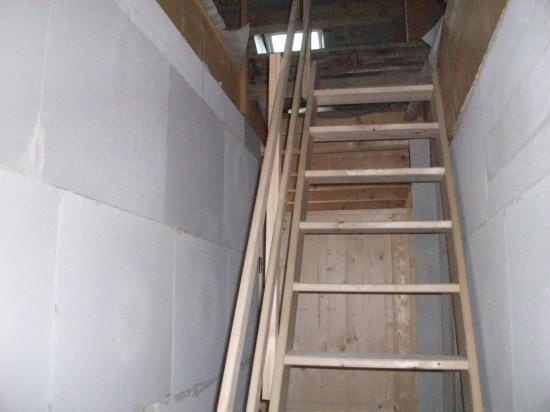 L'escalier est délimité dans ses cloisons !
